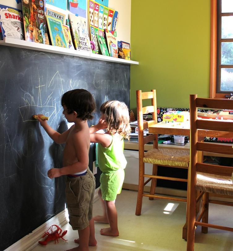 меловая стена в детской комнате