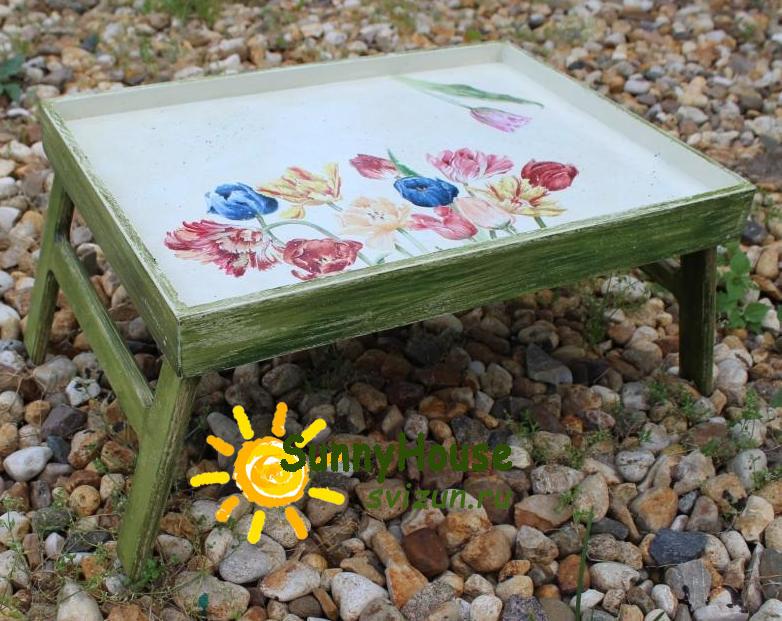 столик поднос с тюльпанами