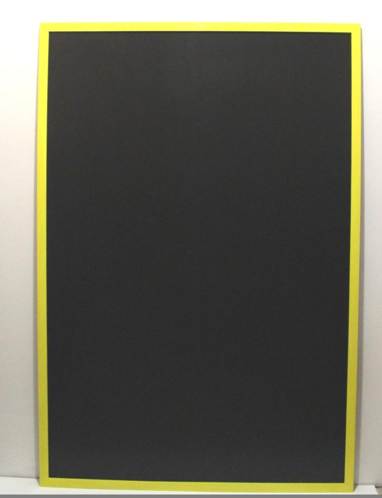 магнитно-меловая доска в желтой раме