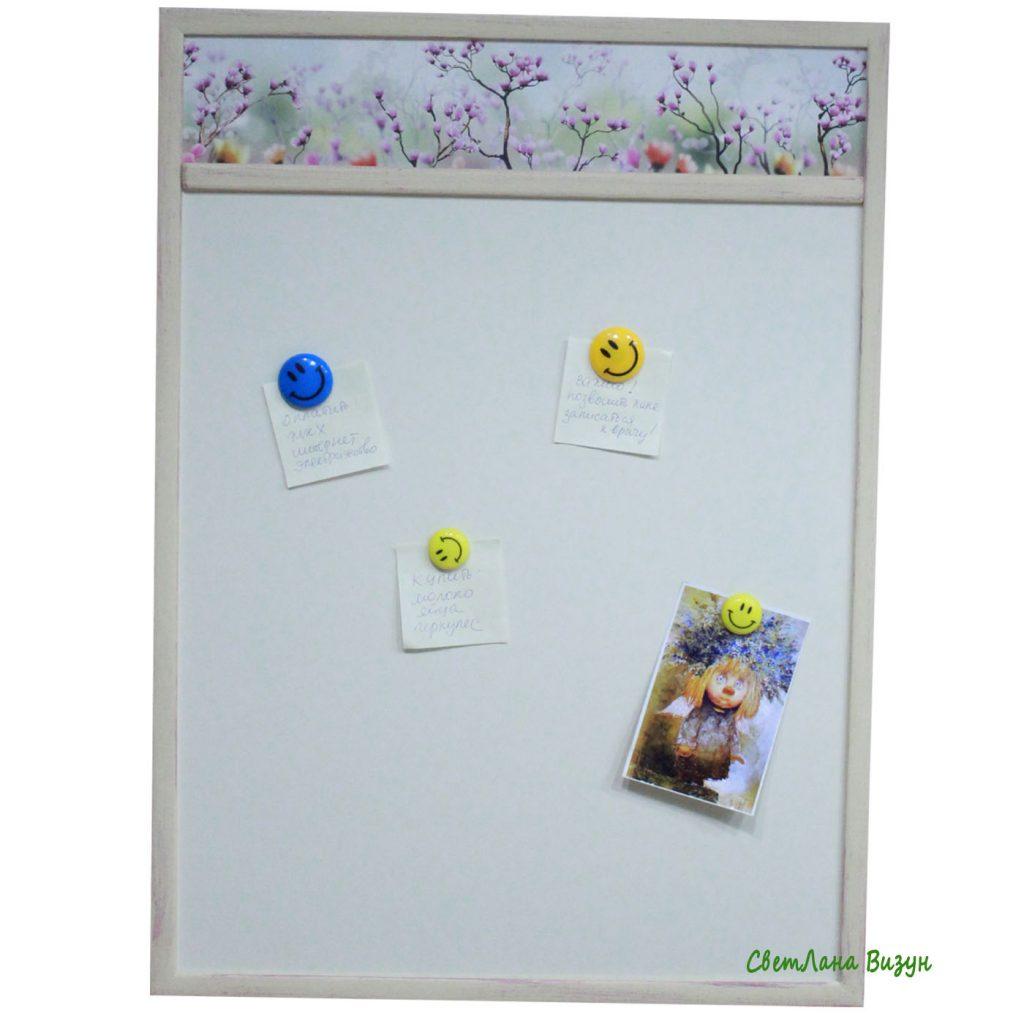 Магнитная светлая доска с цветами на кухню
