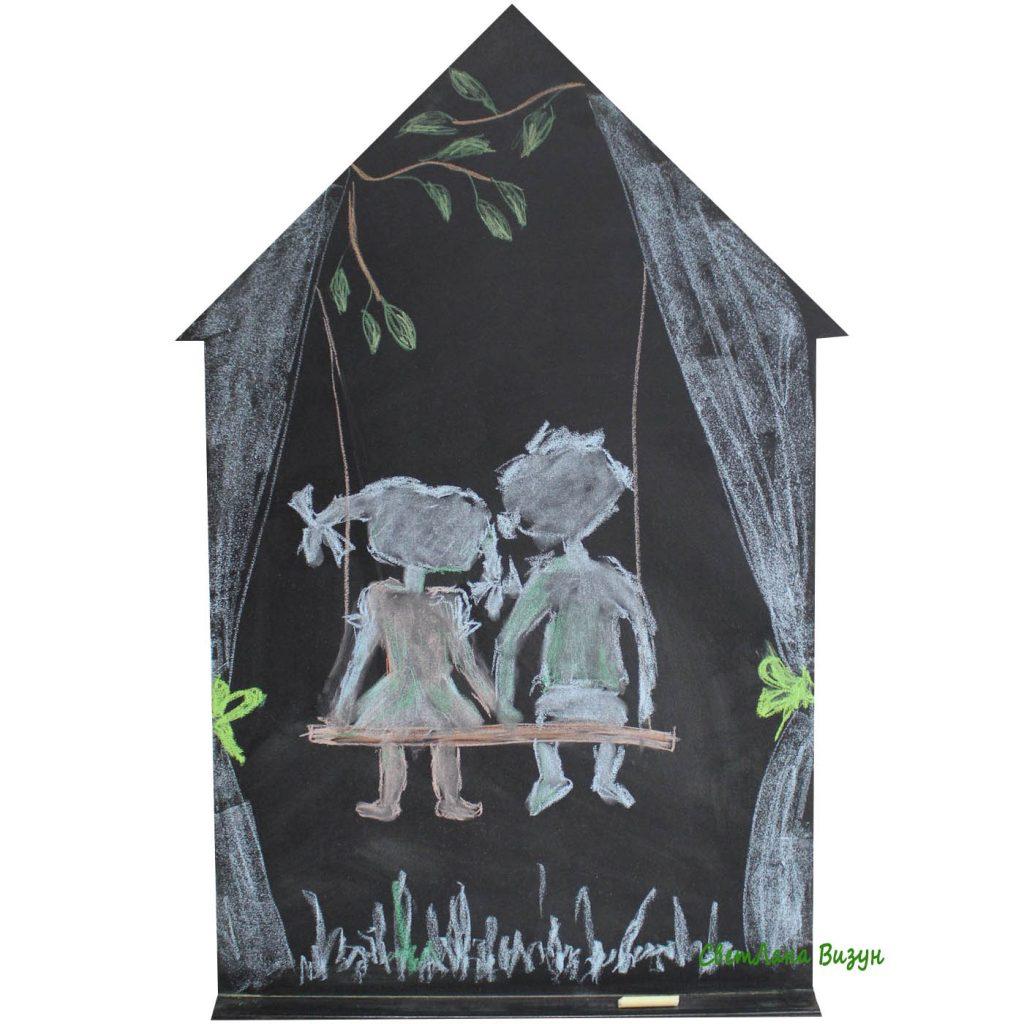Меловая доска в виде домика в детскую комнату