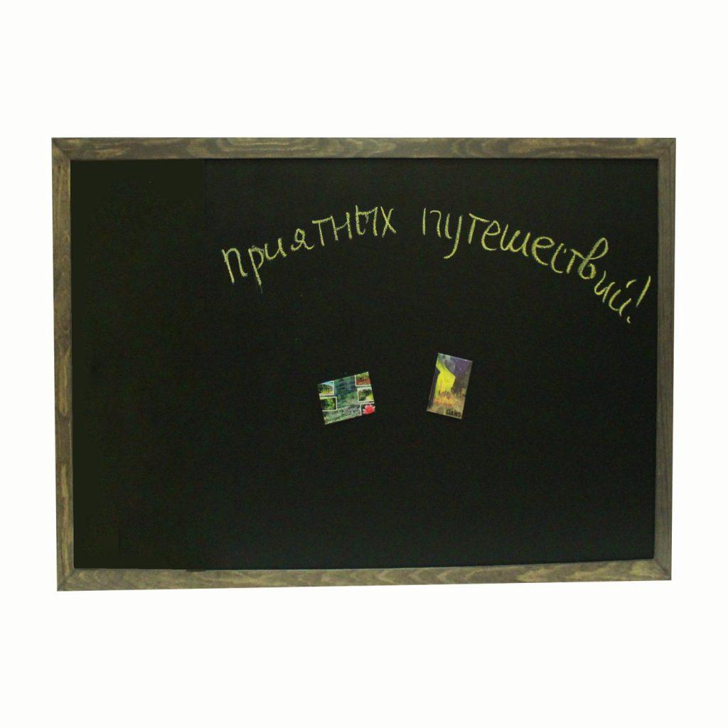 магнитно-меловая черная доска в деревянной раме орех