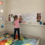 магнитно-маркерная доска с фоторамками в детскую
