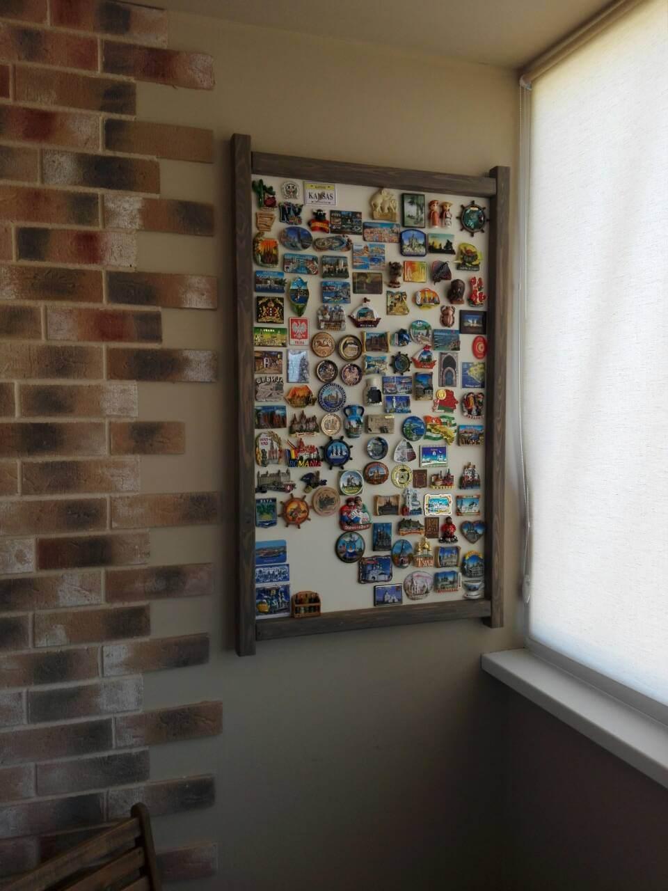 Светлая магнитная доска для магнитиков из путешествий в раме из лиственницы стиль лофт