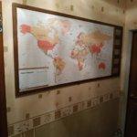 Магнитная доска карта мира с фоторамками