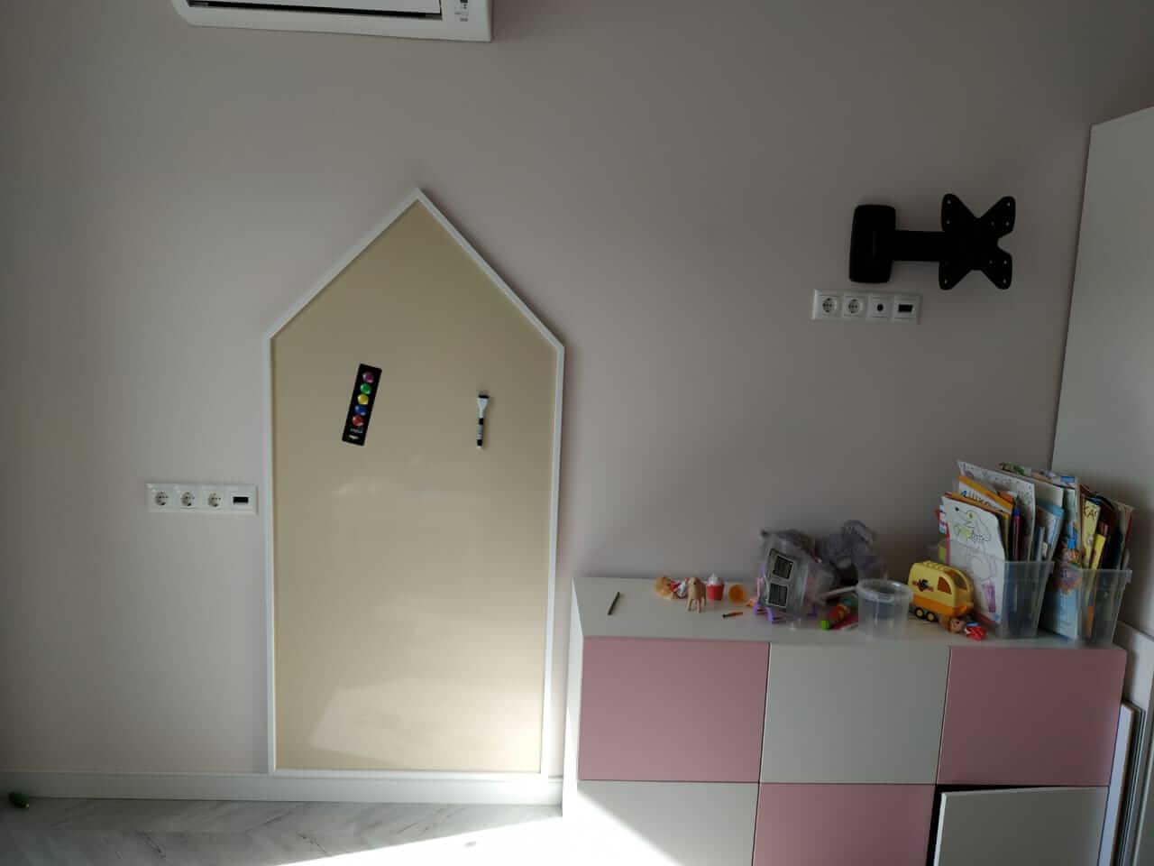 Магнитная доска в виде домика для рисования
