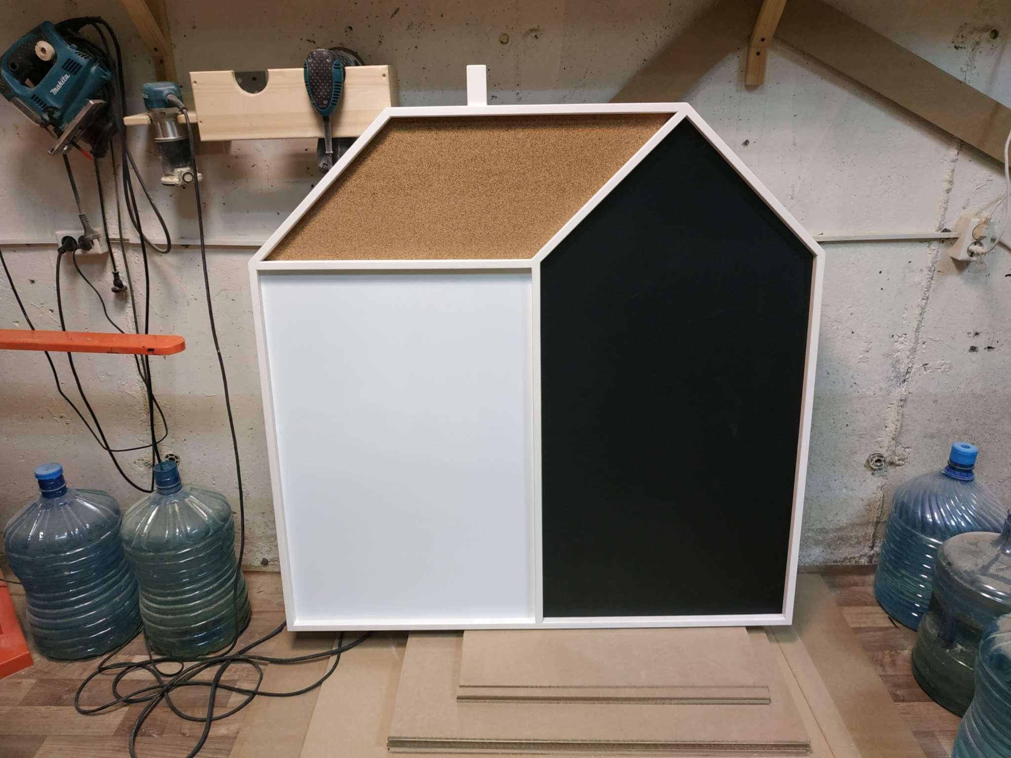 Магнитная доска домик с меловой маркерной и пробковой частями, 123х123см, 18т, В НАЛИЧИИ!